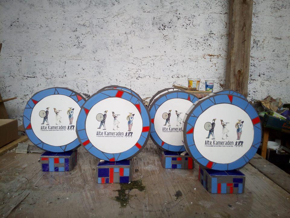 statuetki konkursowe, mozaika ceramiczna, beton i styropian
